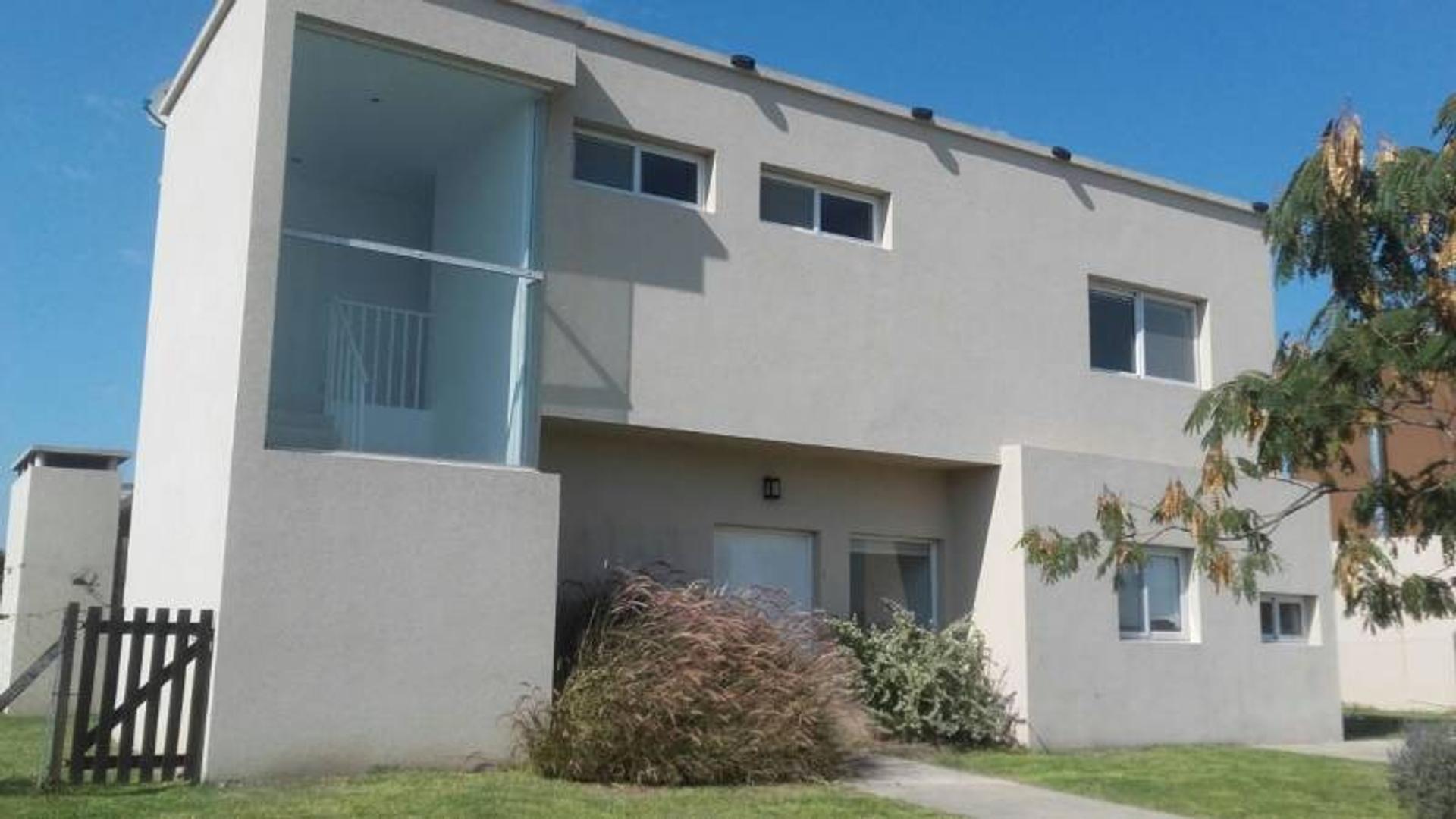 Casa en venta en barrio San Francisco del Complejo Villa Nueva