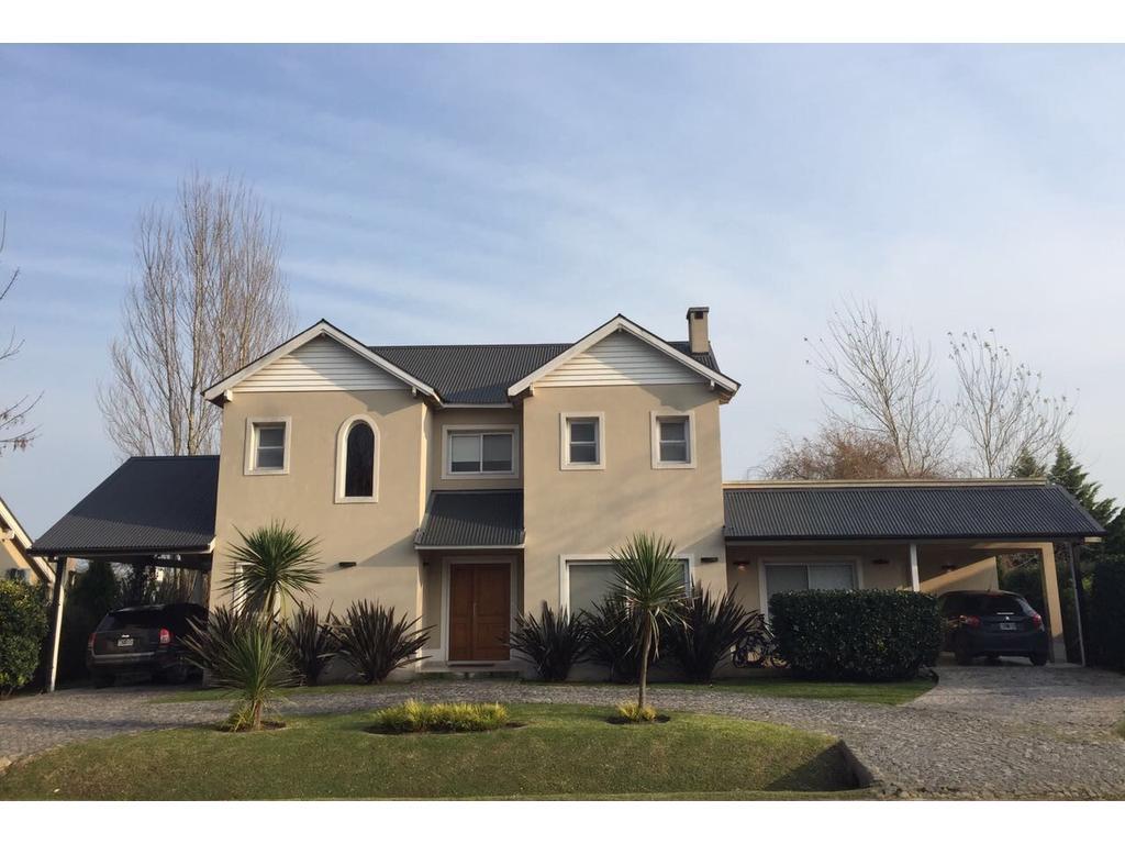 Casa en venta barrio cerrado Santa Ana