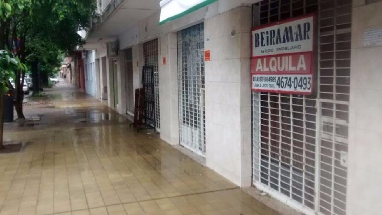 PEQUEÑO LOCAL EN FOCO COMERCIAL NOGOYA Y PORCEL DE PERALTA