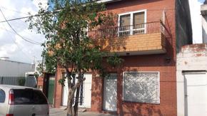 Casa 4 ambientes con garage cubierto patio terraza y parrila