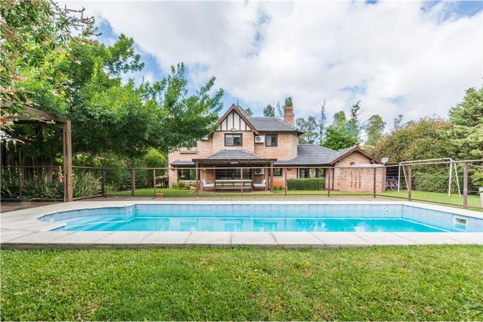 Preciosa casa en Campos de Alvarez Luz y Parque