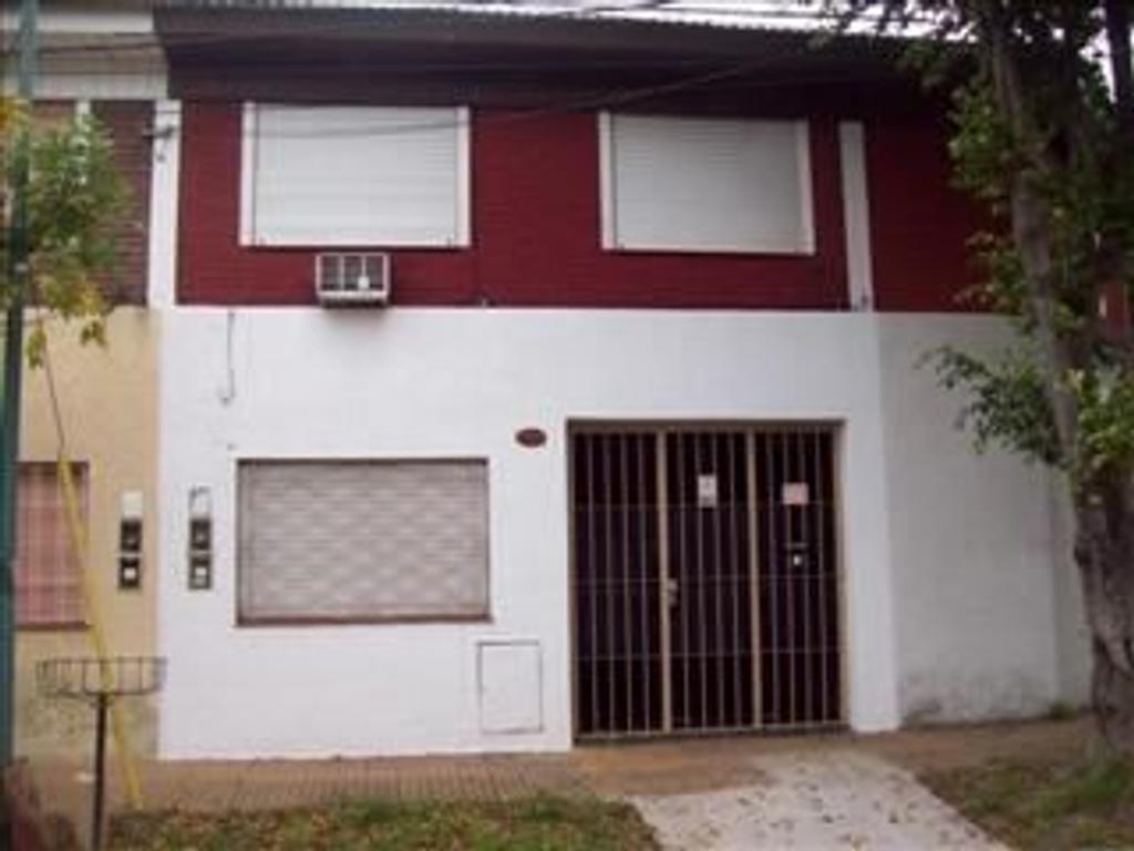Duplex 3 amb. en 2 plantas c/garage y patio, en alquiler en Villa Adelina!