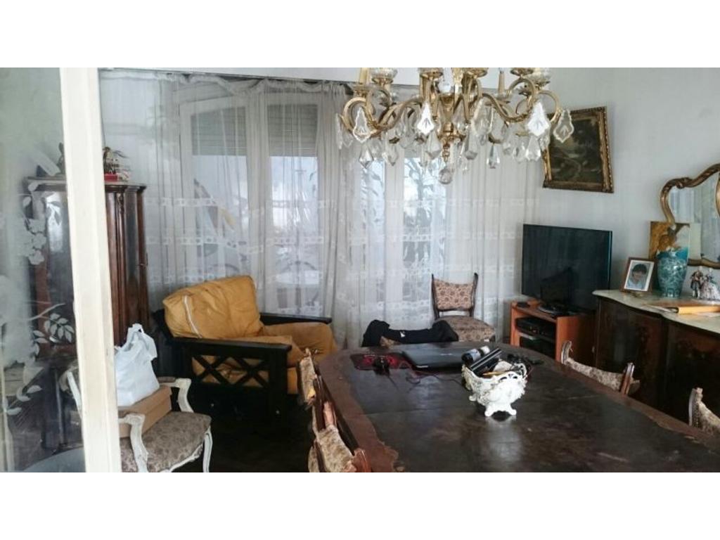 Casa en venta en juan b justo 4700 capital federal for Casa de azulejos en capital federal