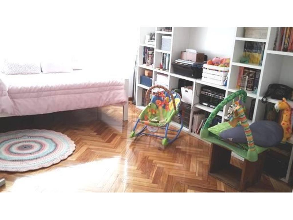 Hermoso 3 ambientes! con Cochera Fija Cubierta!