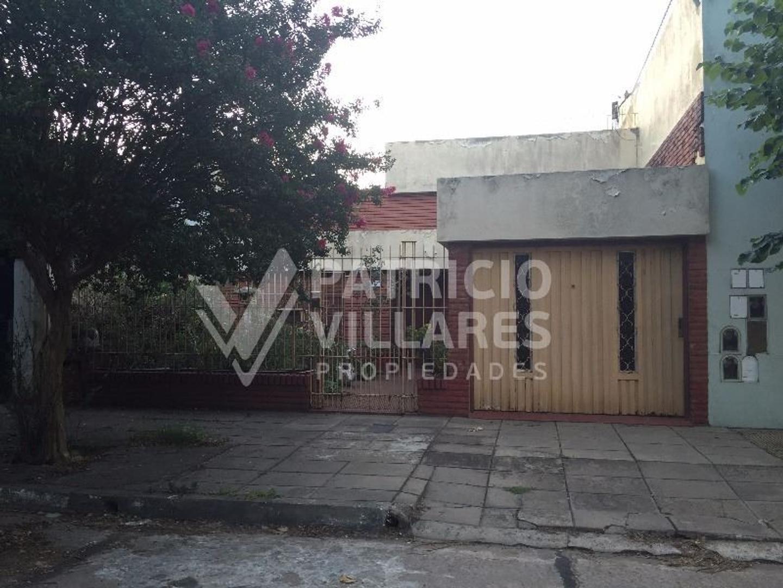 Casa a reciclar en calle Carcova Don Bosco