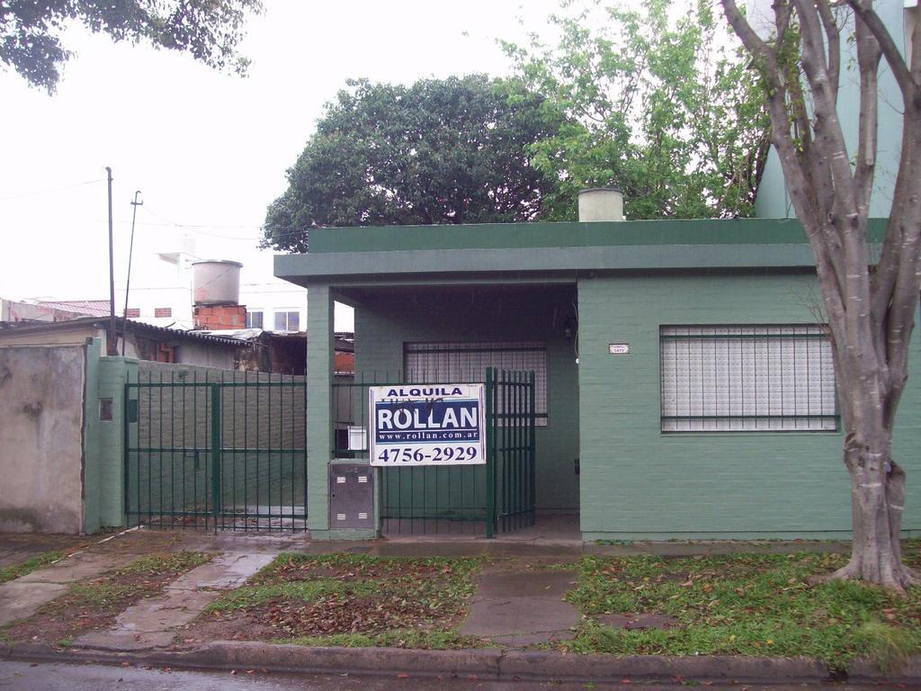 Casa tipo PH de 2 amb. c/entrada de auto, en alquiler en Carapachay!