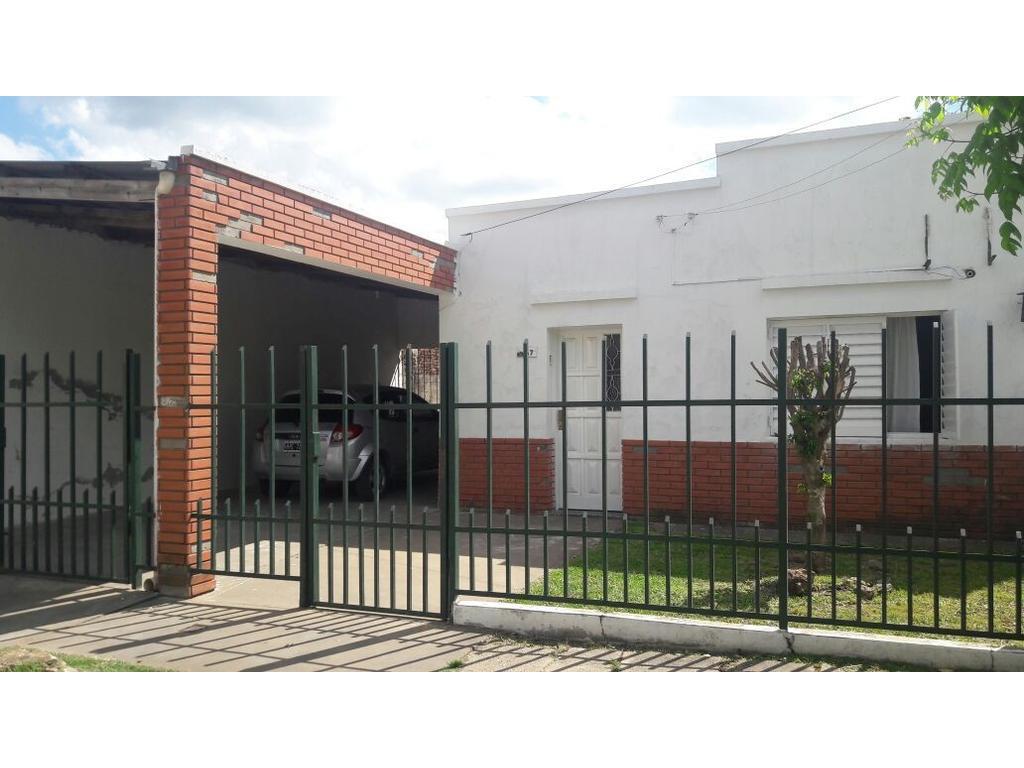 Venta casa muy buena ubicación barrio Sarmiento