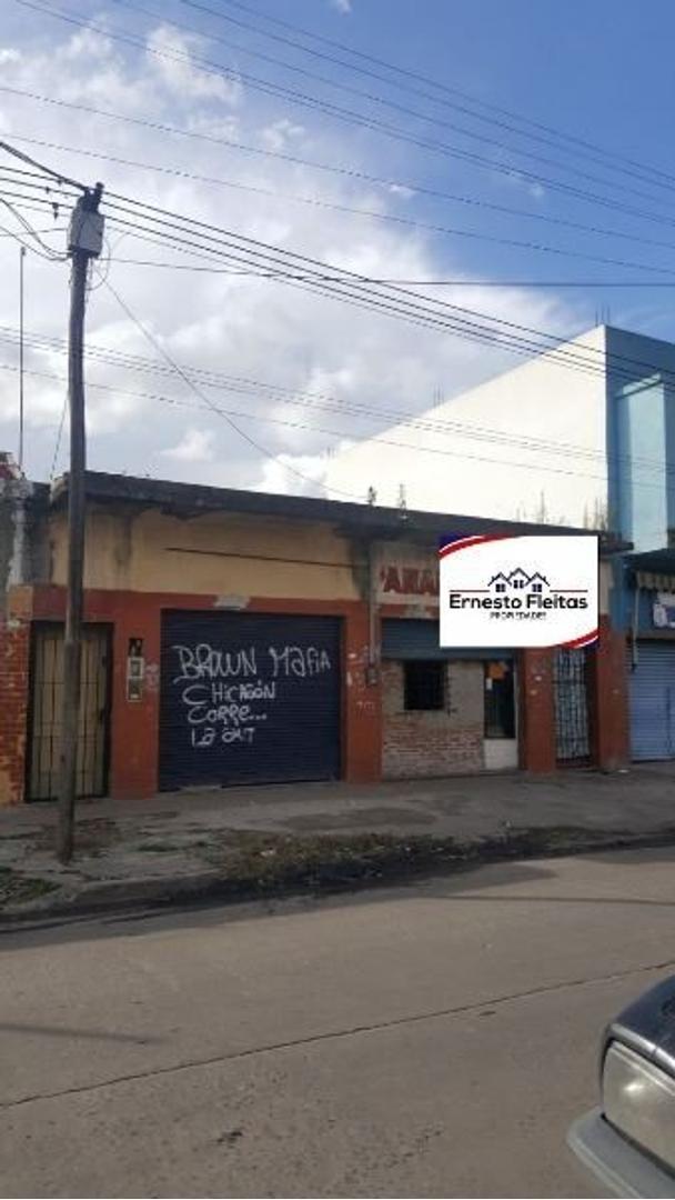 Espinosa 4786, Isidro Casanova. Propiedad con losa de 120 m2, 2 LOCALES a 100 m C.Comercial