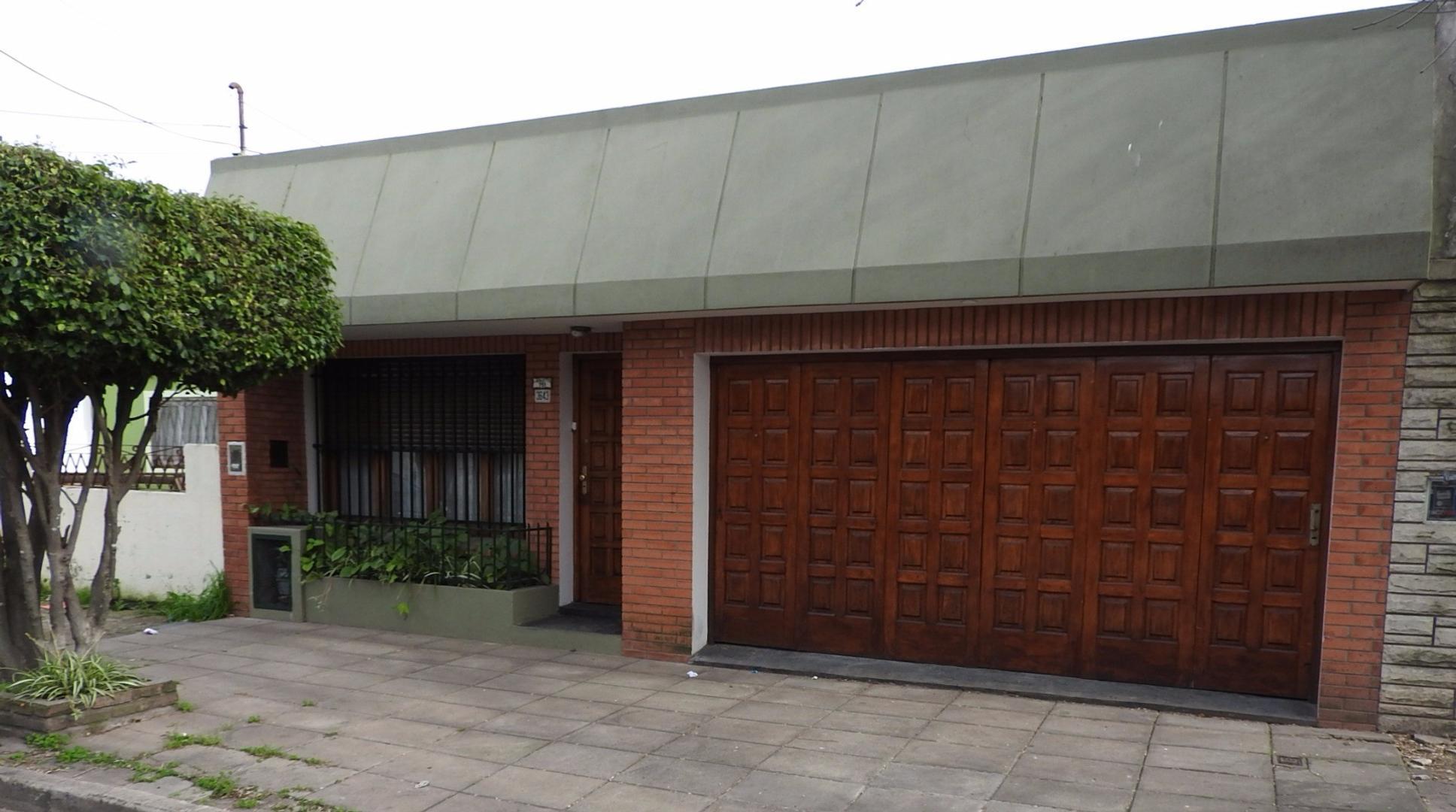 Lafayette 3643 - Casa 4 Ambientes
