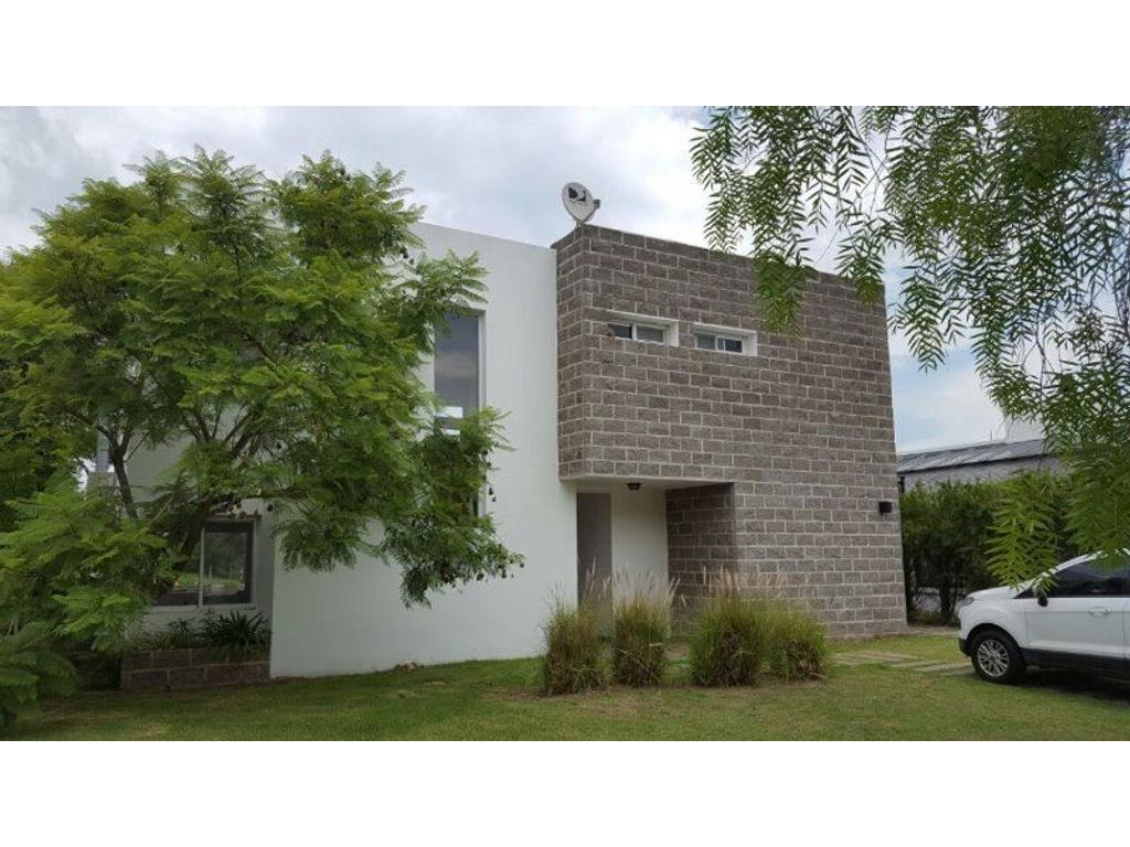 Excelente Oportunidad Casa  a la LAGUNA en San Isidro Labrador