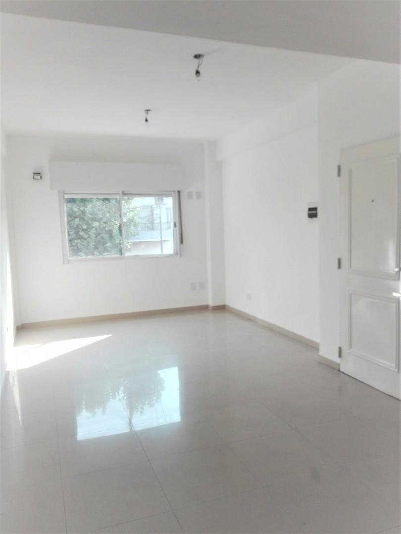 Departamento 3 Ambientes Tipo Casa en  Duplex sin Expensas con Cochera para 2 Autos y Terraza Propia