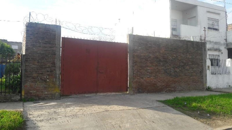 LOTE DE 10X30, CON MEDIANERA A LA VUELTA Y PORTÓN DE CHAPA. PEKIN 4570, San Alberto, Isidro Casanova
