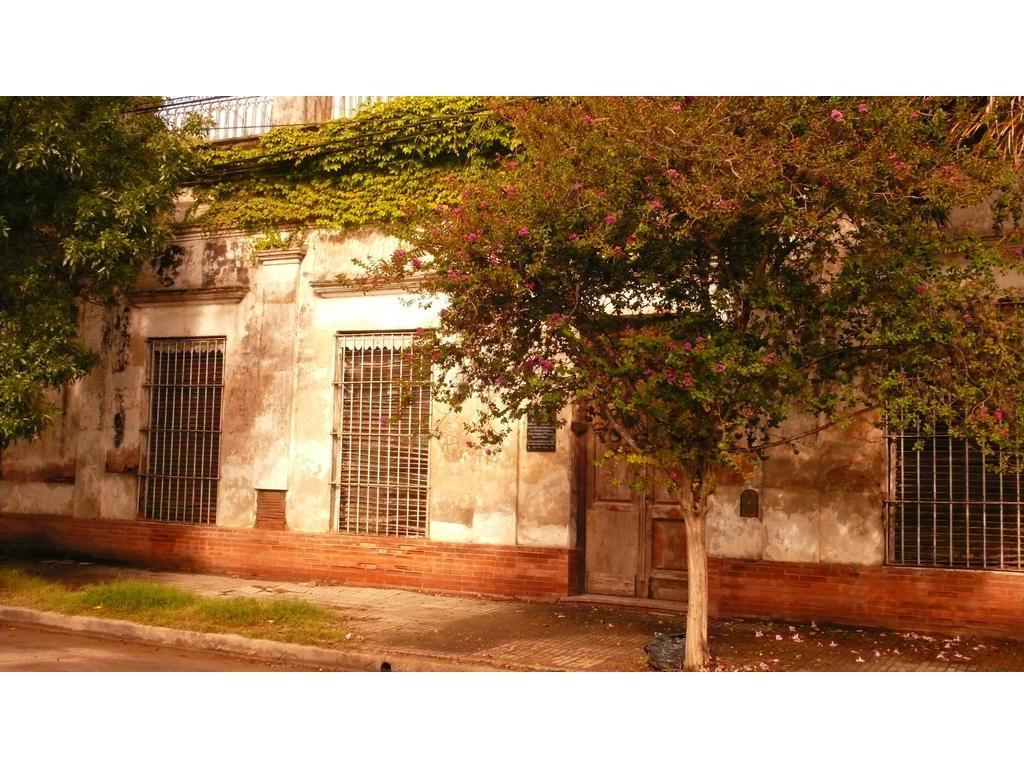 Lobos Casona Histórica frente a plaza principal