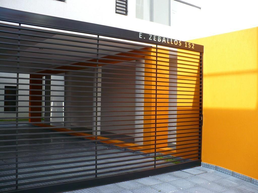 Guadalupe E. ZEBALLOS al 100  a 30 metros Costanera