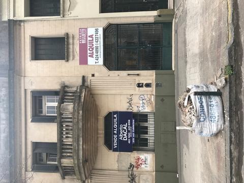Vendo Alquilo Permuto casa señorial con entrada imperial en avenida centro de La Plata.