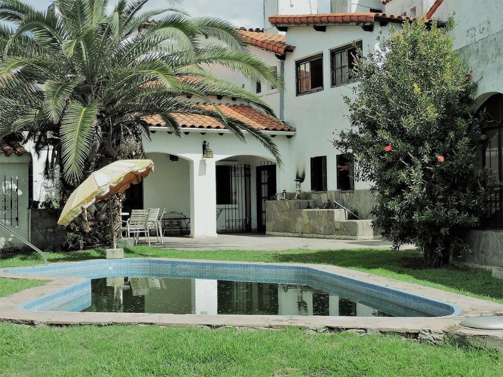 Casa en venta en country club aranjuez ramal escobar km for Inmobiliaria 2b aranjuez
