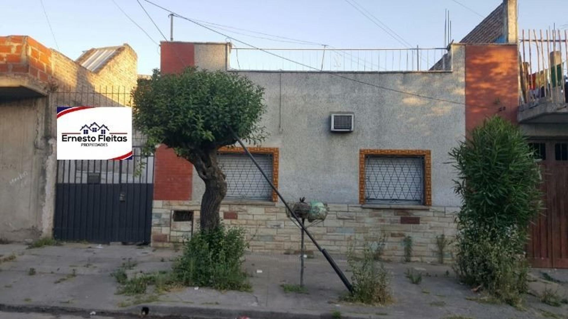 Terrada 6000, Isidro Casanova. OPORTUNIDAD!!! Propiedad con dos casa, ambas de 3 ambientes