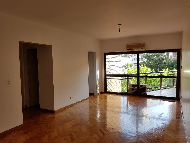 Excelente departamento al frente con balcon de tres ambientes con cochera fija en Belgrano R