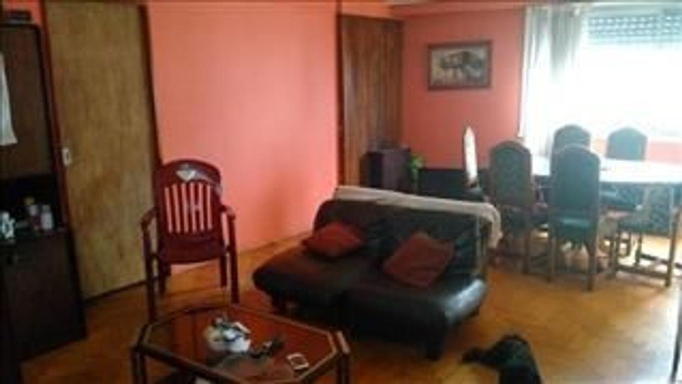 amplio depto  de 3 ambientes y dep. o 3er dormitorio  excelente ubicación, fente al Cid Campeador
