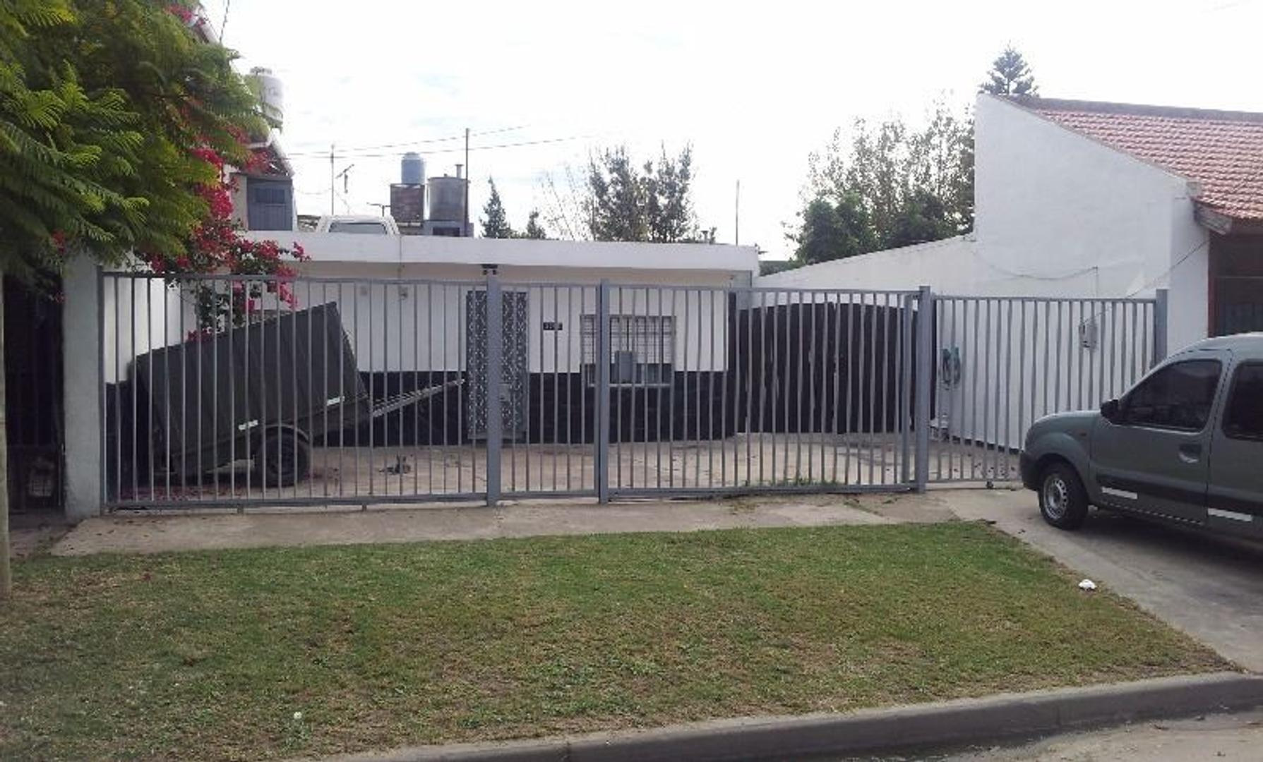 Casa En Venta - RIVADAVIA al 3300, Lanus Oeste (Caraza) - US$ 90.000 - 3 ambientes