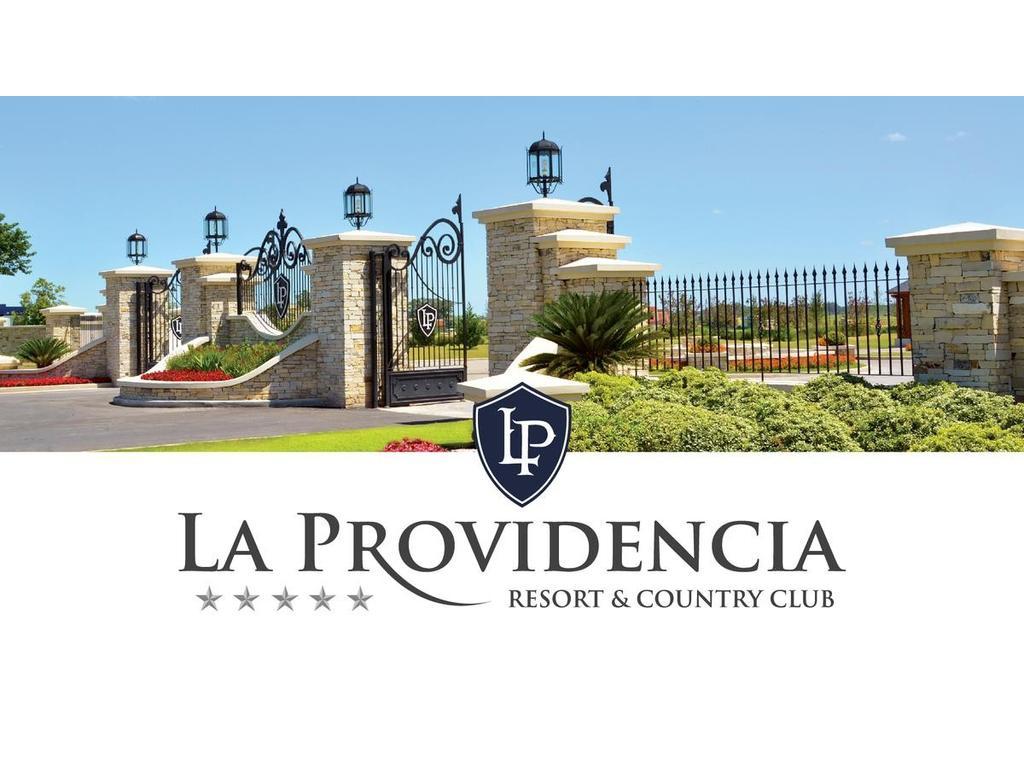 LA PROVIDENCIA: RESORT Y COUNTRY CLUB. LOTE DE 25 X 50 M PARA CONSTRUCCIÓN UNIFAMILIAR.