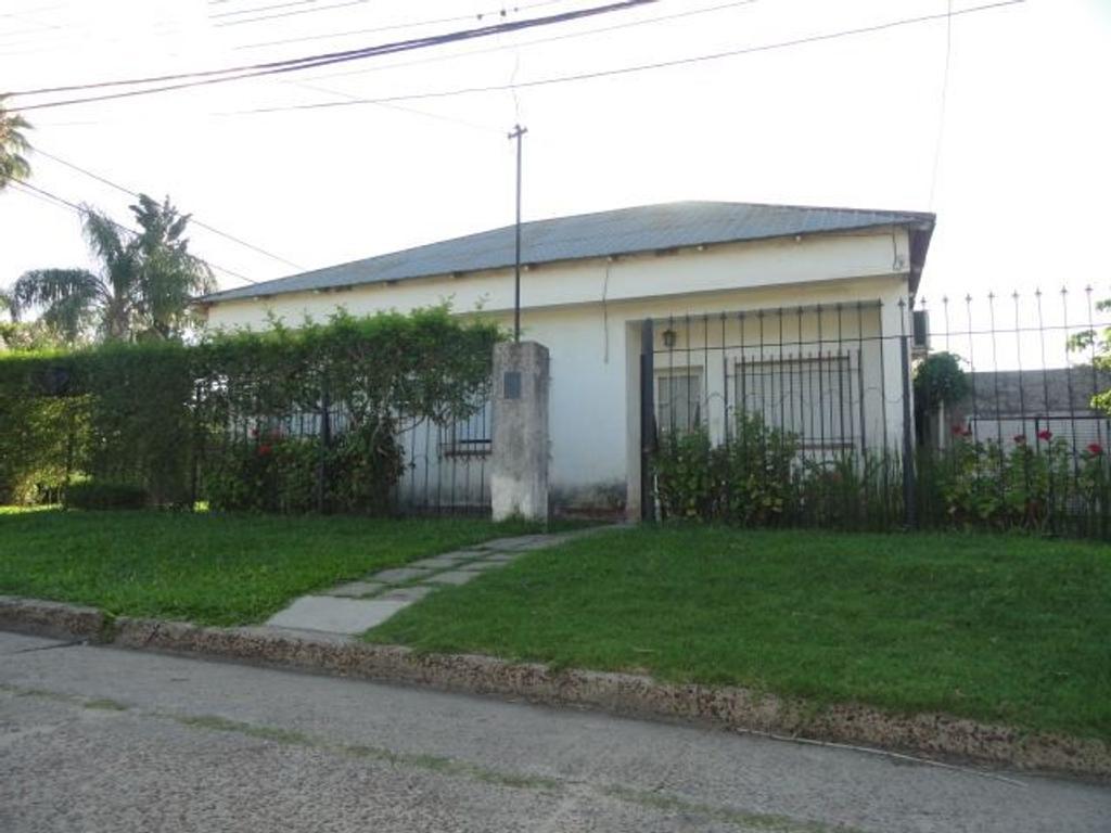 Gualeguaychú, Barrio Parma, casa de cuatro dormitorios sobre importante terreno