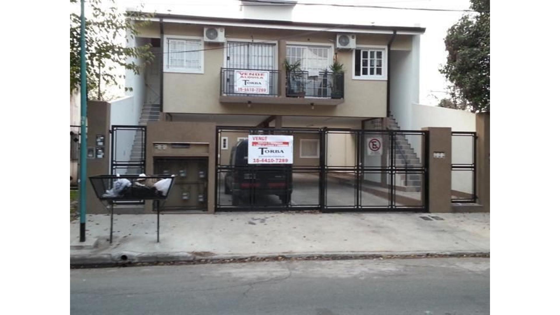 Casa en Venta duplex  2 dormitorios jardin, cochera baño y toillette liquido hoy Esc Oftas