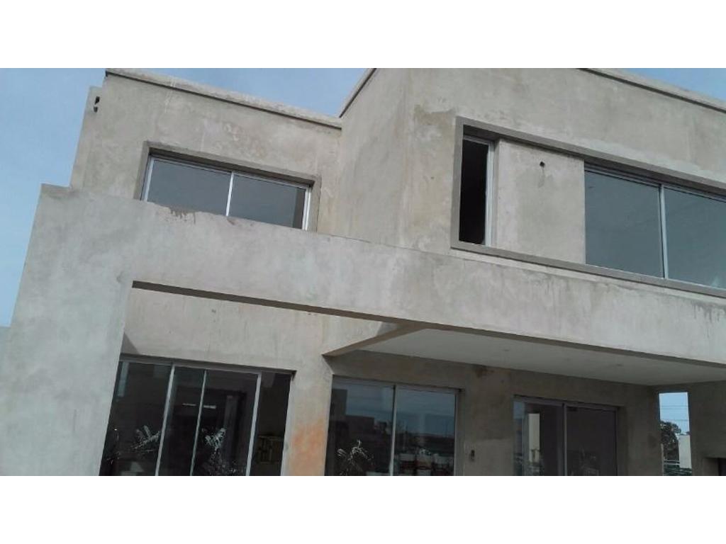 Casa 200m2, 2 plantas y 3 dormitorios en barrio Tipas, Nordelta