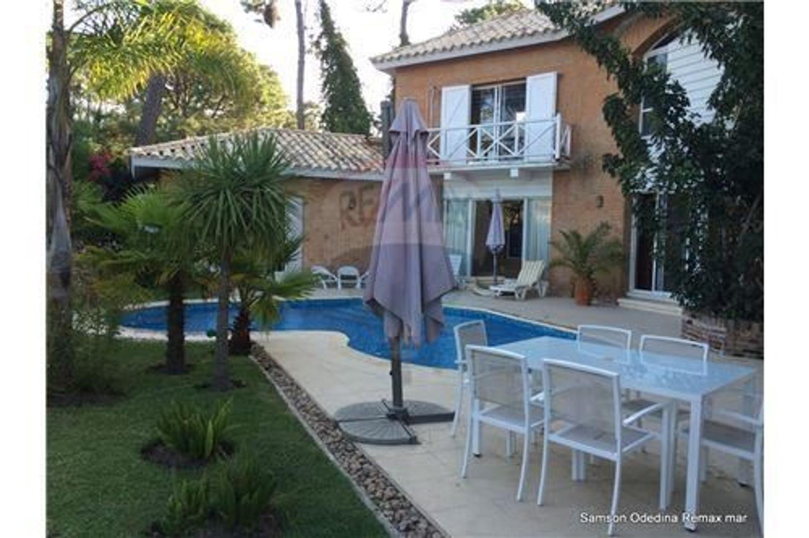 Casa en Venta en Playa Brava - 8 ambientes