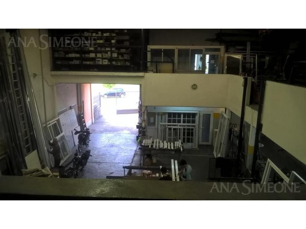 Excelente Galpón/ Local de 570 m2 cubiertos en Tigre