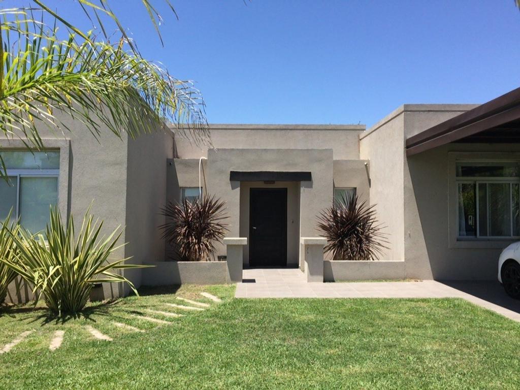 Hermosa casa en Fincas de Iraola II, en una planta con pileta!