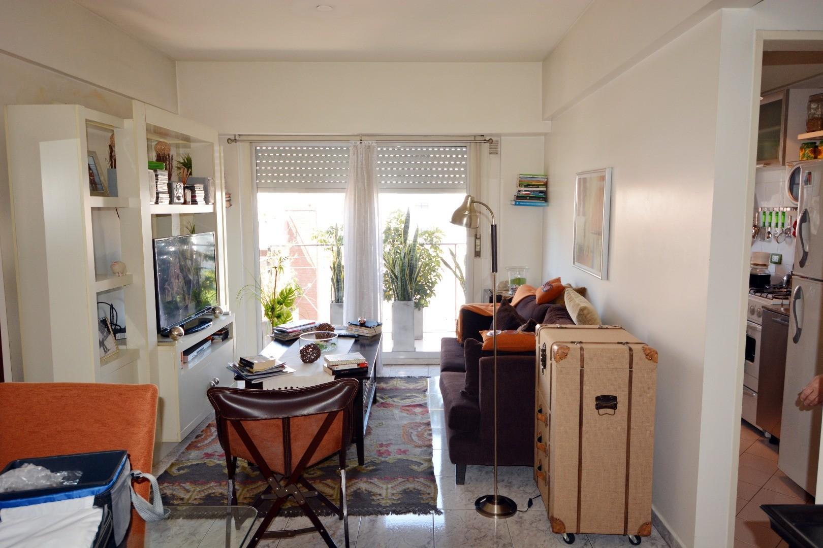 2 Ambientes , Palermo , Frente en esquina , con Balcón , Muy Luminoso