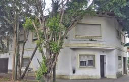 Amplia casa, excelente ubicación