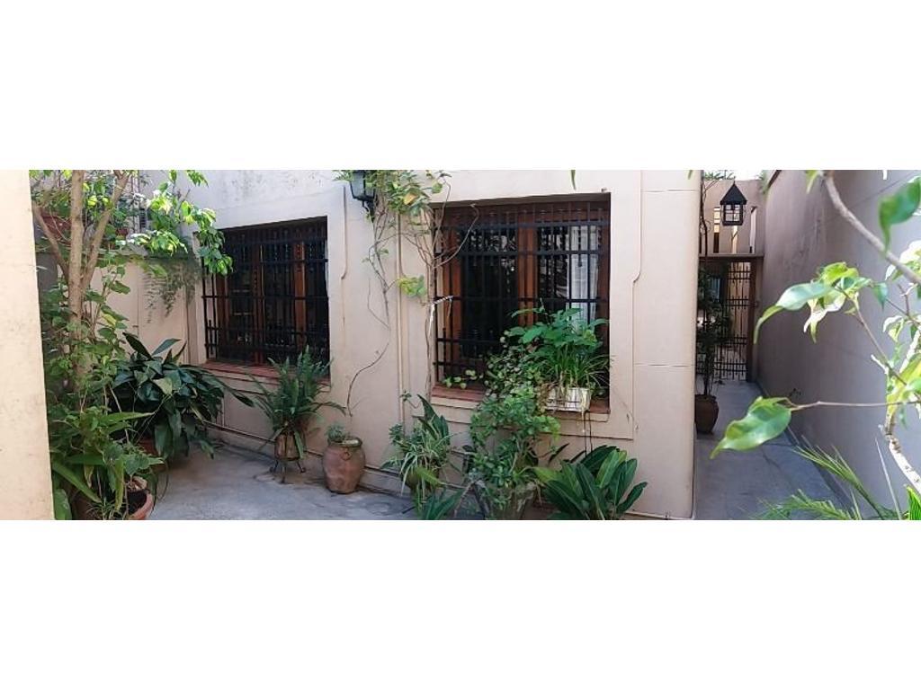 Casa en zona Bernasconi