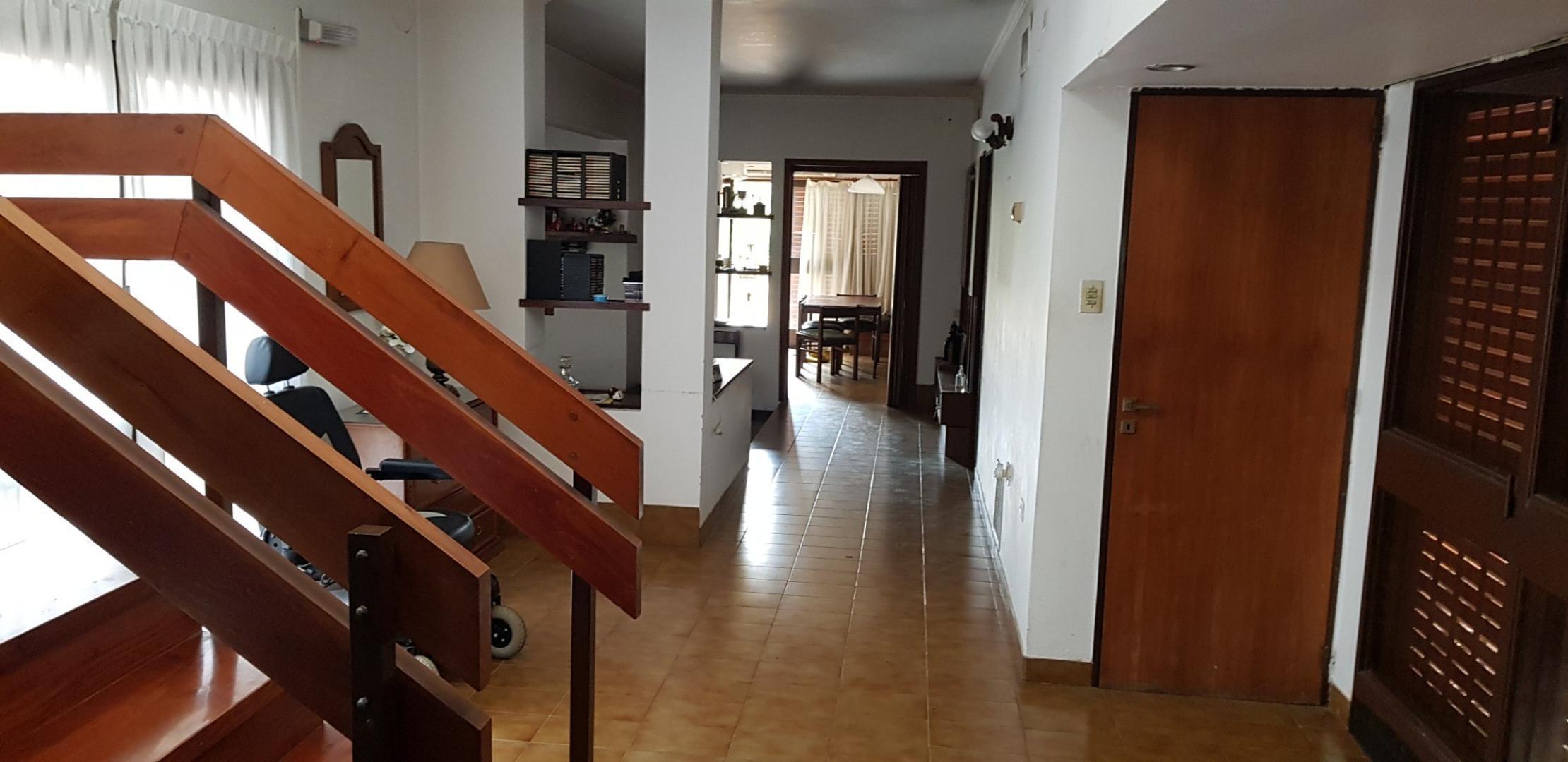 importante case sobre lote de 10x60 5 dormitorios, cochera doble, venta. 62 8 y  9  - Foto 15