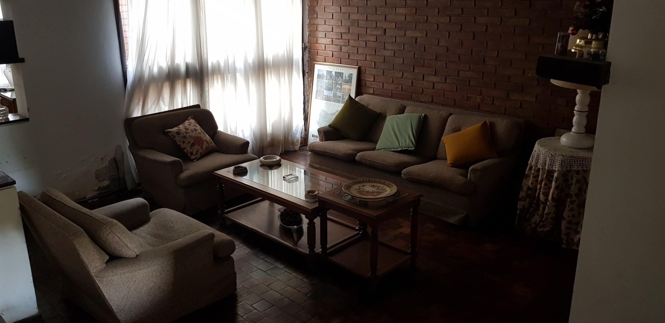 Casa - 300 m² | 5 dormitorios | 40 años