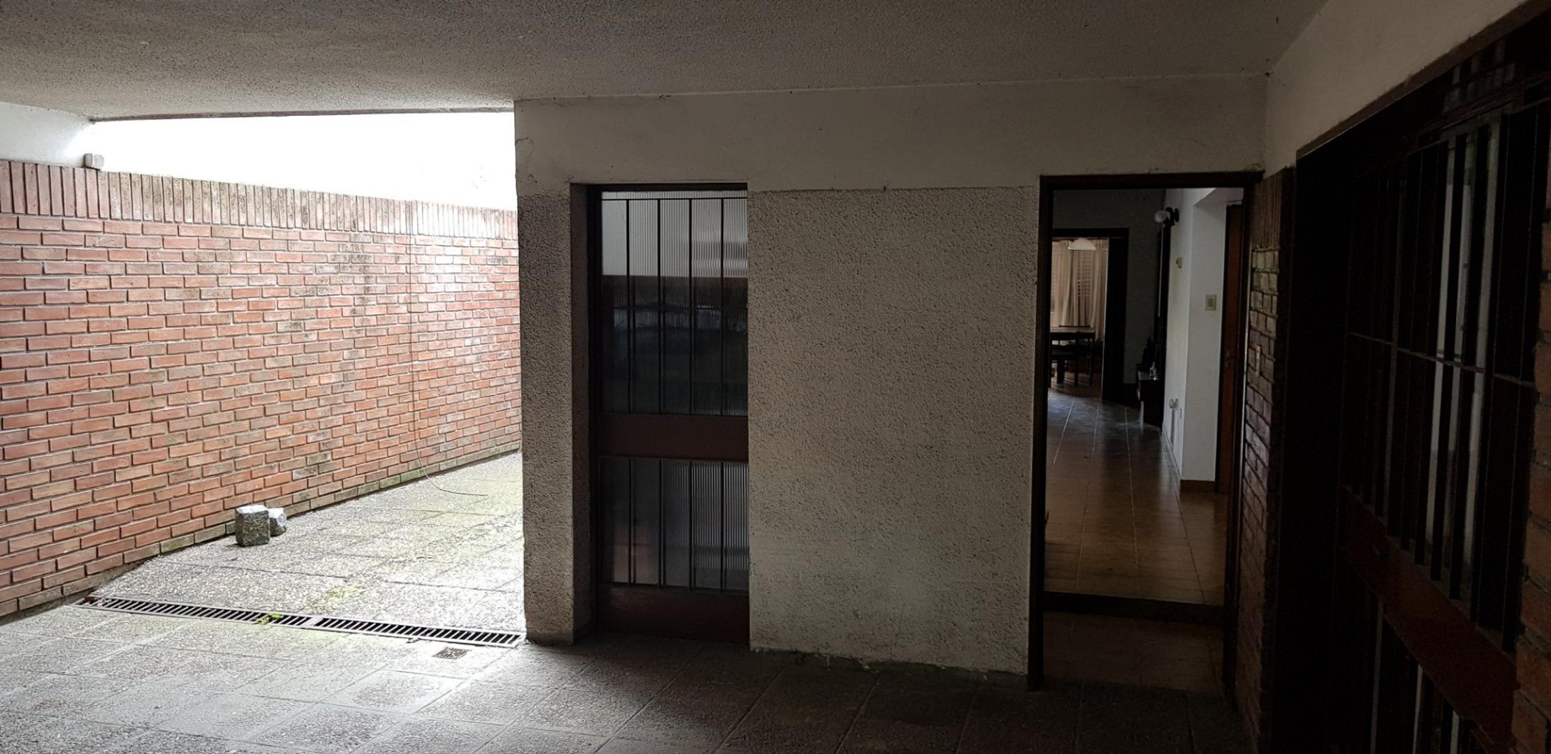 importante case sobre lote de 10x60 5 dormitorios, cochera doble, venta. 62 8 y  9  - Foto 19