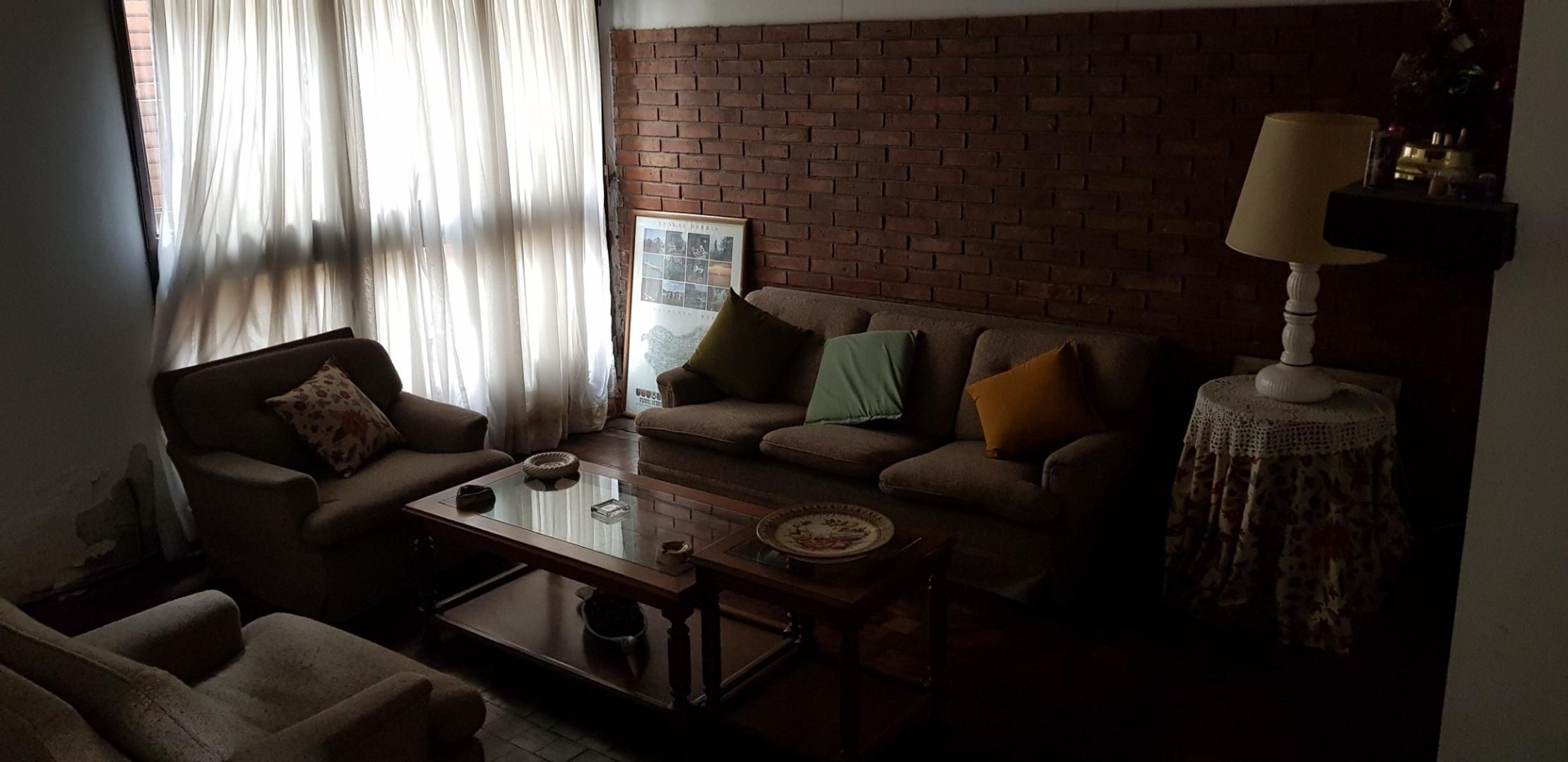 importante case sobre lote de 10x60 5 dormitorios, cochera doble, venta. 62 8 y  9  - Foto 25