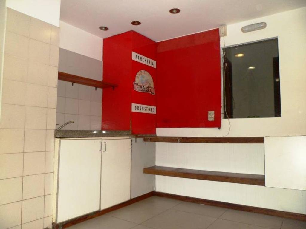 SIN EXPENSAS Alquiler Local al frente con ubicación y entrepiso 2 baños