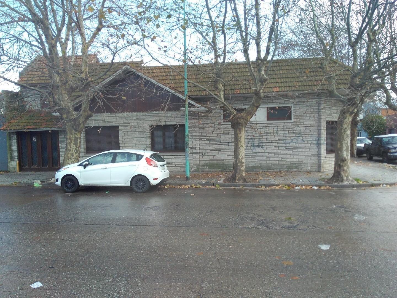 Casa 4 ambientes con garaje y quincho. Zona Terminal Ferroautomotora!