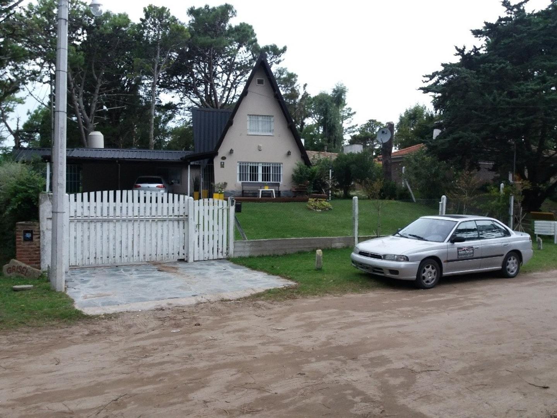 En Venta, Chalet,  Villa Gesell, Barrio Norte, Excelente Estado.-