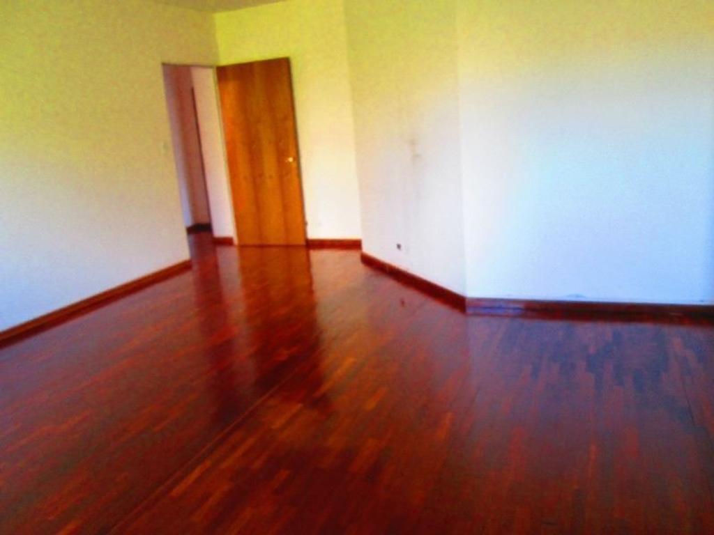 Local de 30 metros en Planta baja + oficinas de 95 mts. Zona de Outlets. Gurruchaga al 1100