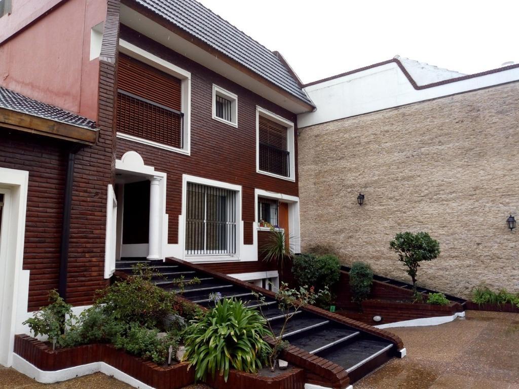 FLORESTA-PARQUE AVELLANEDA -Espectacular casa 500 m2 con piscina, quincho y cocheras