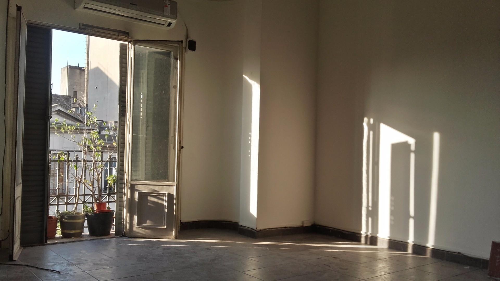 Apto Profesional, Apto Crédito, Departamento 38,82m2 con Balcón al Frente VENTA