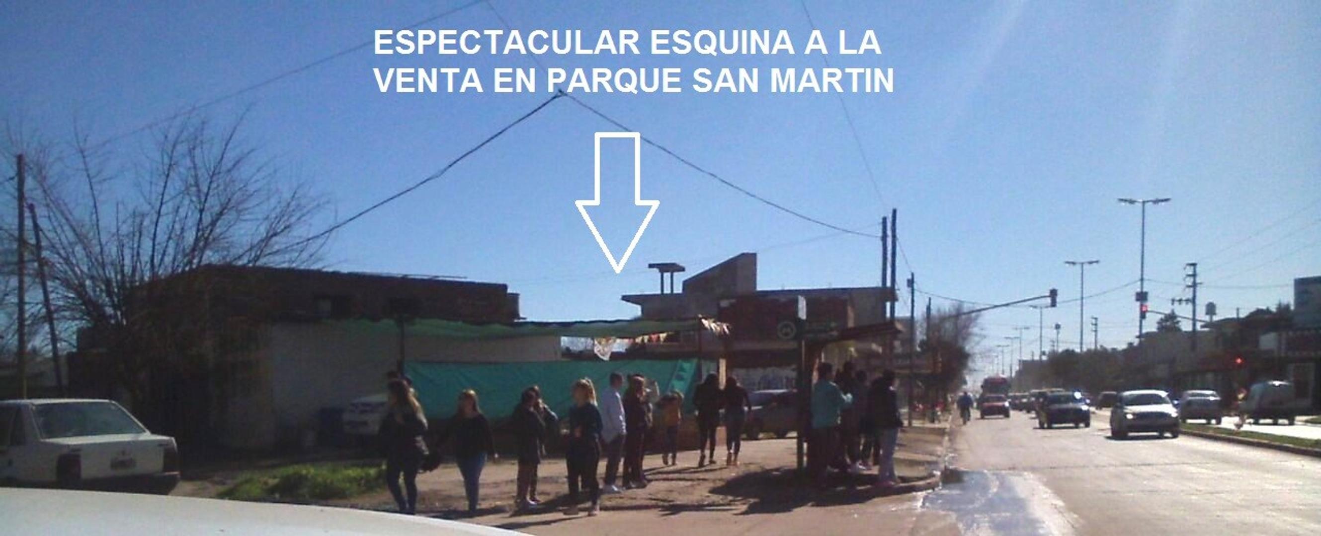 ESQUINA UNICA EN PARQUE SAN MARTIN!!IDEAL INVERSORES P/LOCALES Y DEPARTAMENTOS-C/MEJORAS CONSTRUIDAS