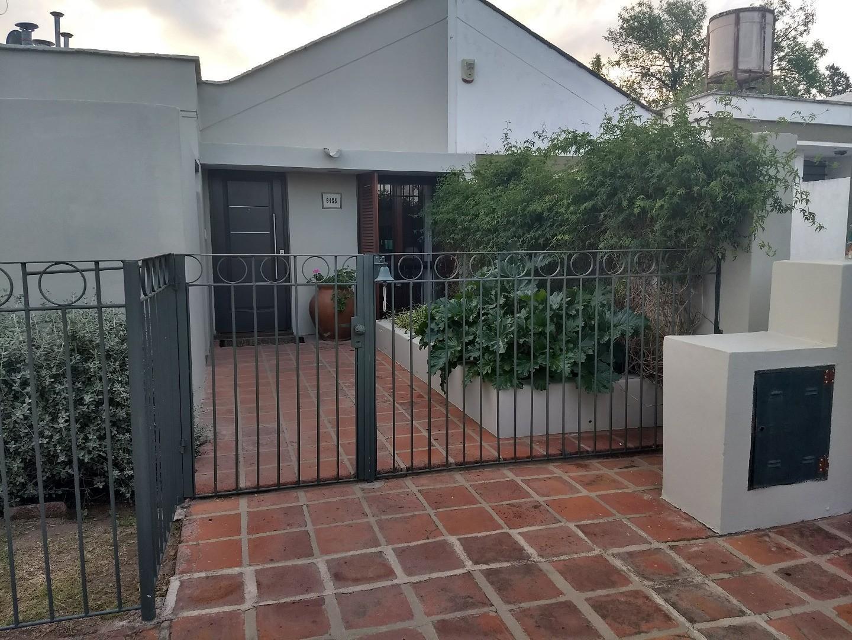 ARGUELLO Casa en Venta 1 planta - 4 dormitorios- IMPECABLE
