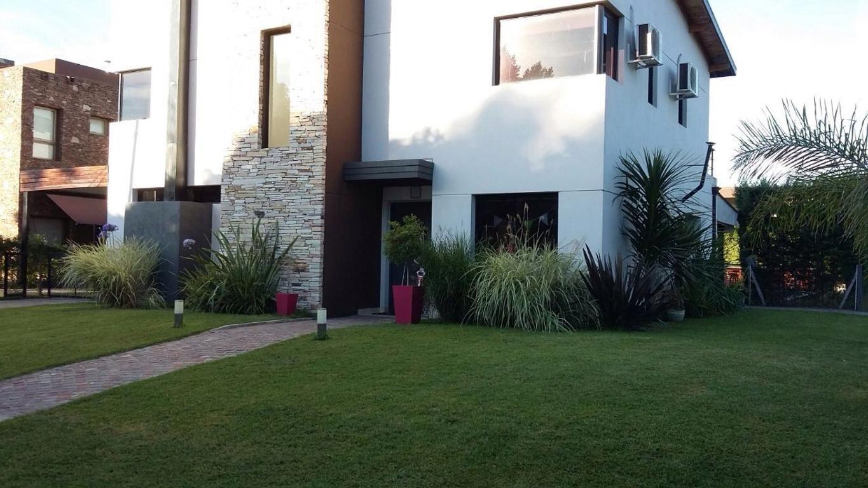 Casa  en Venta ubicado en Altos del Sol, Zona Oeste - BVA0679_LP115022_2