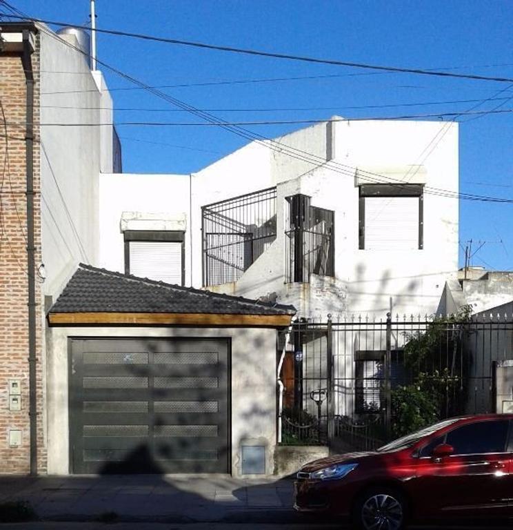 """VENTA SUSPENDIDA"" Casa 4 amb. fondo con pileta"