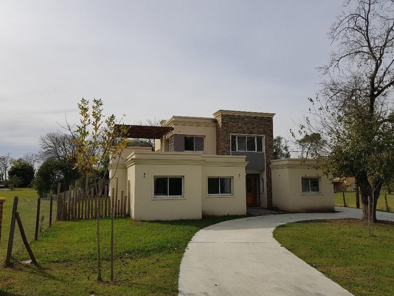 Casa en Venta - 4 ambientes - USD 330.000