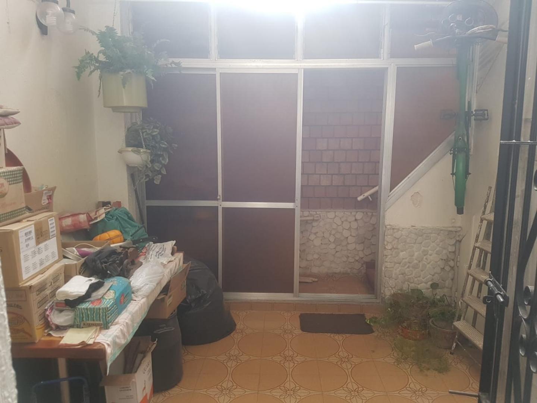 T/ casa 3 ambientes al frente, entrada indep, mas habit en altos, patio con parrilla y gran terraza - Foto 17